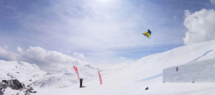 Matteo Zappaterra Treb freestyle snowboard Camp maestri atleti professionisti camps lezioni private per tutti i livelli negli snowpark di Livigno Chiesa Valmalenco Val Senales