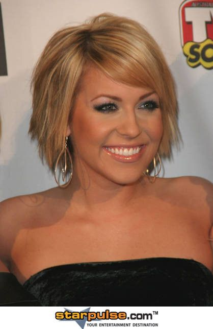 Farah Fath , love this cut ! Too bad my flat hair would look like crap