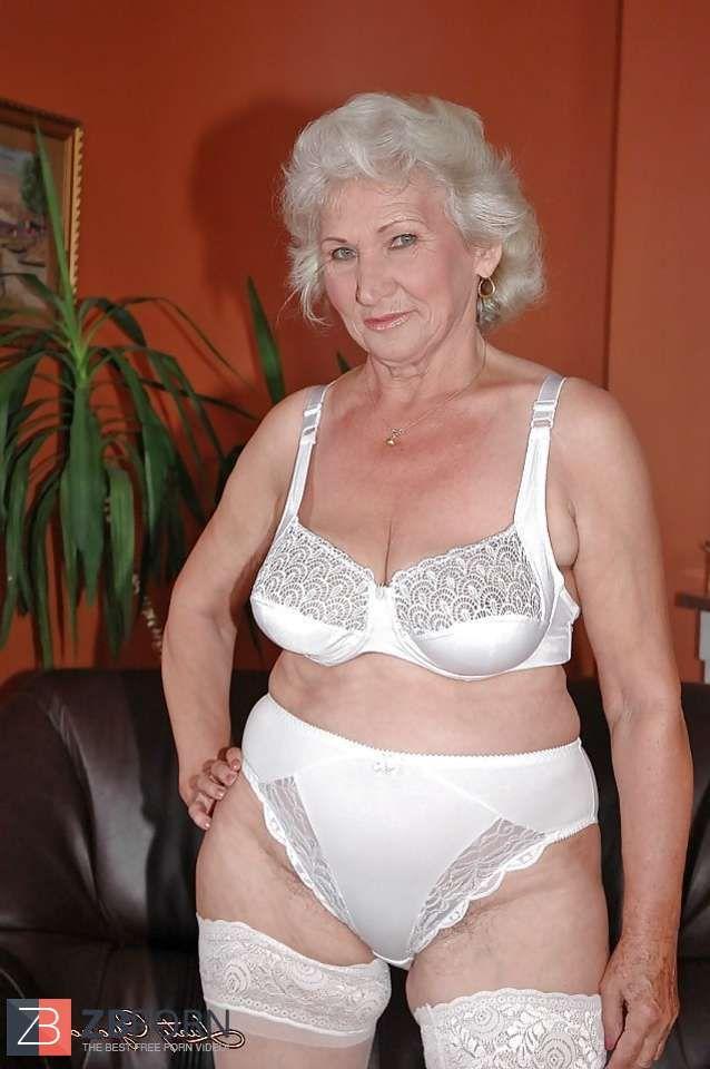 Granny Norma  Oldies En 2019  Sexy Older Women, Women -2271
