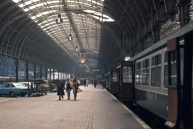 "Rob Baker on Twitter: ""Paddington Station in 1976, by David Ronstance."