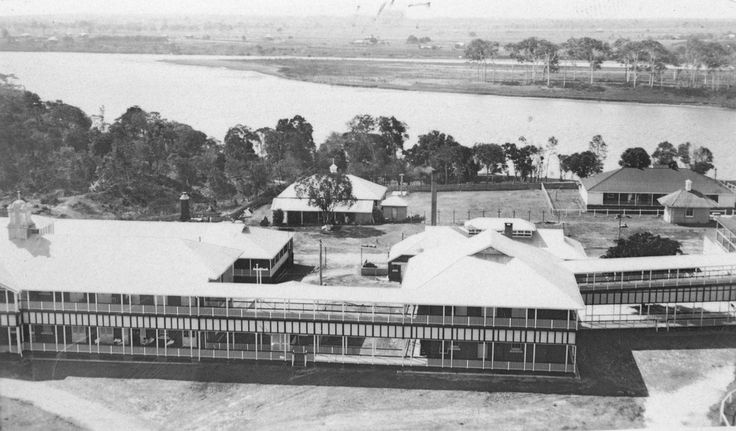 https://flic.kr/p/9g1eUq | Views from the West Water Tower ... 1933 | The Lady Chelmsford Hospital in the foreground and the western end of Harriet Island and Burnett River (downstream to the right) in the background.
