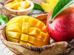 Con un sabor único, el mango es una apetecible fruta llena de buenas propiedades que resulta ideal para tomar sola o acompañada. Es una buena fuente de fibra, por lo que resulta muy útil en caso de estreñimiento, además de ser una buena fuente de nut