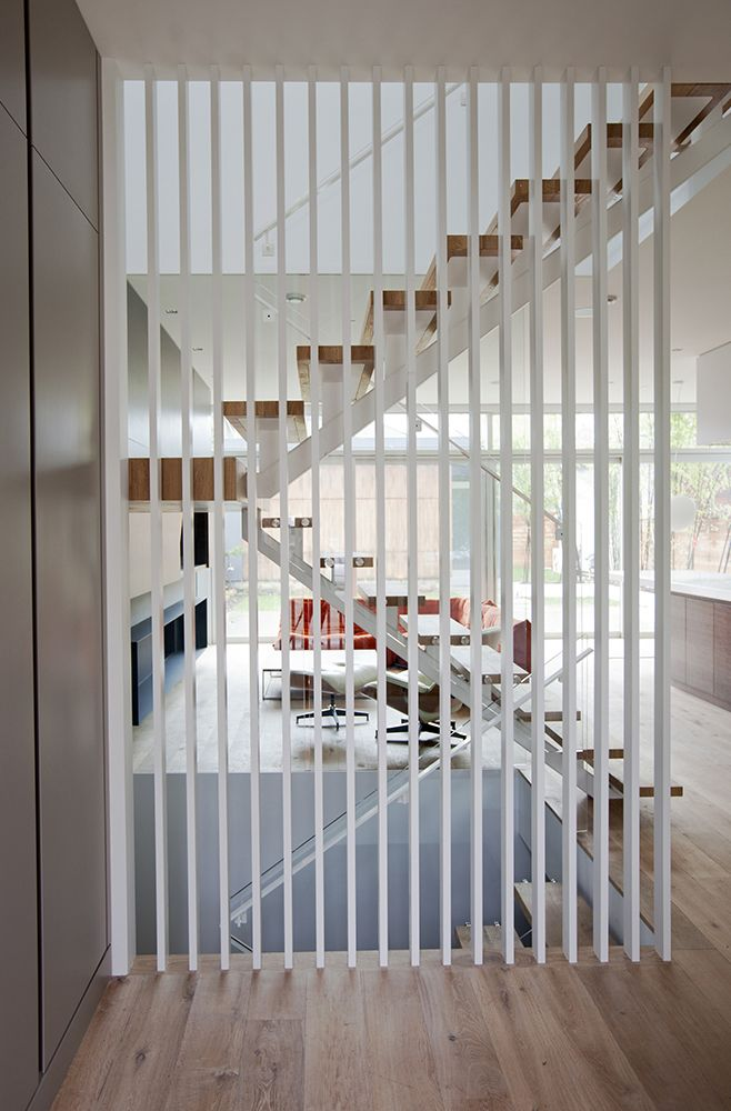 Great inspiration for a transparent wall for a floating staircase..... glass…