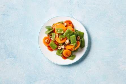 Snijbonen-wortel-salade met hazelnoten