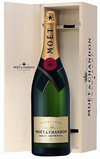 Moët & Chandon Brut Impérial Nebukadnezar in Holzkiste (1 x 15 l) Luxus Produkte Luxus Geschenke      Dieser Champagner überzeugt durch fruchtige Noten von frischen Früchten und Blüten, eine beeindruckende Reife und ein traumhaftes Gesamtaroma.     Klares Strohgelb und gleichmäßige Perlenbildung im Glas. In der Nase subtile Geschmackseindrücke mit intensiven Noten von verschmolzenen Honig- und Fruchtdüfte. Mit ein bis zwei Jahren Reife erinnert er an Brioche. Lang anhaltend im Abgang…