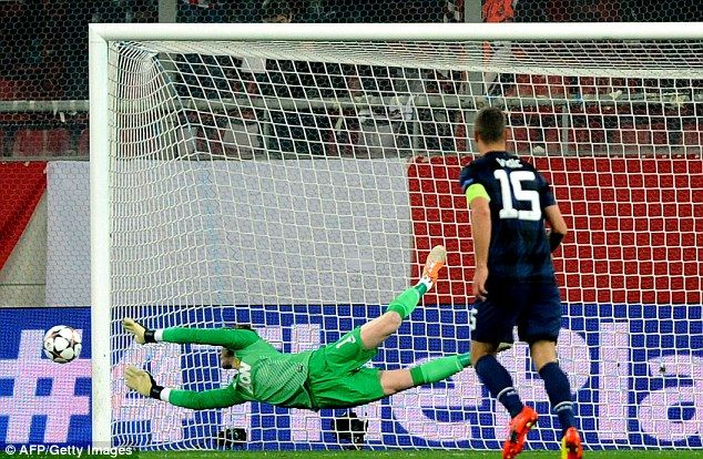 David De Gea is well beaten by Campbell's shot in the 53rd minute to deflate United