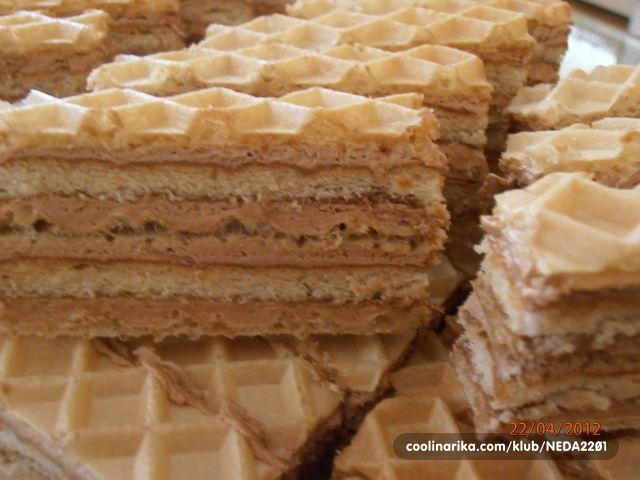 Ovaj ili sličan recept već postoji na Coolinarici,ali kad sam već napravila kolač i slikala ga,evo i mog recepta i načina rada za taj jednostavan i ukusan kolač.