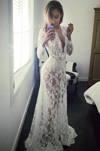 Gorgeous white long sleeve lace maternity dress that will make your next photography session a success.Sizes Available:S to XXL THESE DO RUN SMALL  If you are n