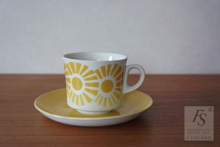 Arabia puhalluskoriste kahvikuppi ja asetti