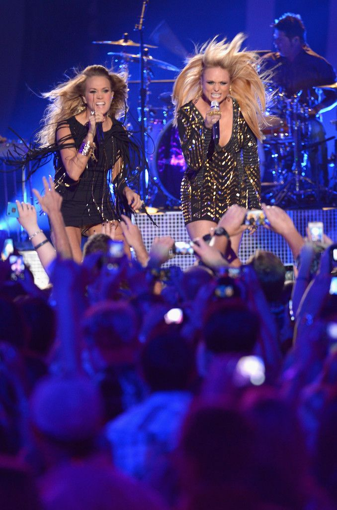 http://www.zimbio.com/photos/Carrie Underwood/2014 CMT Music Awards Show/_Q6k-R_mdr8