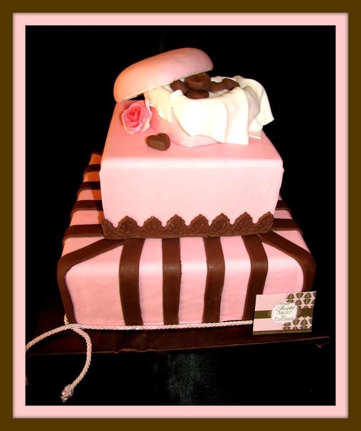 Wedding Cake Pink & Rose    Il Decoro Romantico e i colori scelti per questa torta si uniscono creando un'atmosfera calda e avvolgente. Un tocco di passionalita' ed originalita' da vita a questo prodotto suntuoso ma dal cuore gustoso.