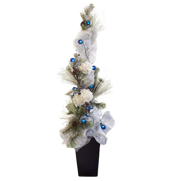 Arrangement avec sapinage, tulle, fleurs et lumières, 6,5'