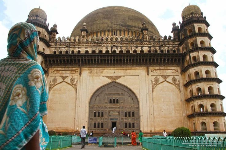 Com uma história riquíssima, e monumentos a condizer, Bijapur é uma das melhores cidades para se apreciar o legado islâmico em território indiano.