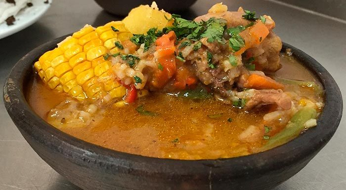 Recetas de sopas y cremas deliciosas y muy fáciles de hacer: sopa de pollo, chupe de camarones, sopa castellana, cremas de verduras y muchas más.