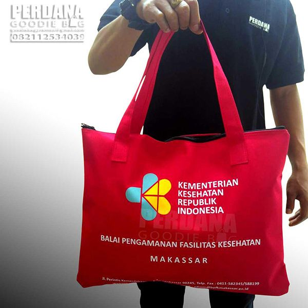 tersedia tas souvenir pernikahan custom Tas Souvenir Acara Bahan Ripstop Tas souvenir acara di Makassar yang satu ini bisa menjadi referensi anda dalam memilih model tas souvenir dengan model jinji…
