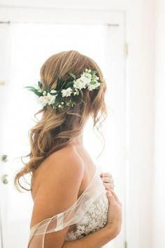 Click to see 47 Unforgettable Wedding Hairstyles for Long Hair 2019---how cute and lazy half up hairdo with natural botany and florals for country day...