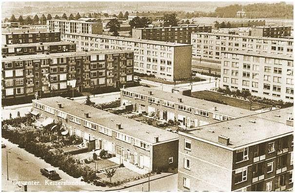 Keizerslanden. De flat rechts in het midden woonden eerst mijn tante en een trappenhuis verder later mijn ouders. En ik ook dus nog even
