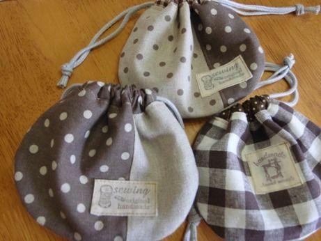 家のハギレがたまりすぎて、何か小さいものをたくさん作ろう!と思ったときに作ったのがこの巾着です。ブログ http://ameblo.jp/cross1231/day-20110705.html でも紹介しています。