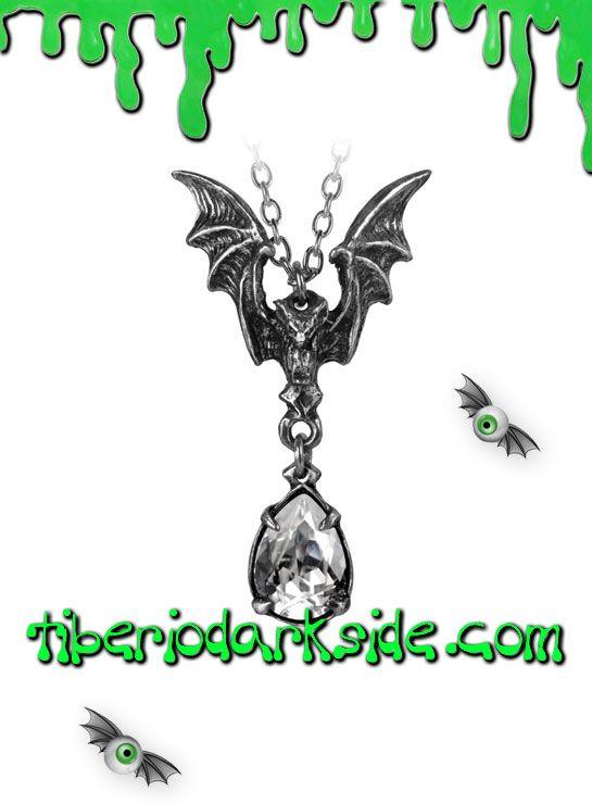 LA NUIT PENDANT  Colgante de murciélago portando un cristal de swarovski, de Alchemy Gothic. Participa en la danza de la noche acompañado por los mejores bailarines de vals de las tinieblas. ¡Déjate llevar por la sinfonía del crepúsculo! Incluye la cadena. Material: peltre inglés (aleación de estaño y cobre).  TALLA: ÚNICA  TAMAÑO: 2,7 cm ancho x 5 cm alto    HACE JUEGO CON