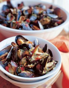 Barefoot Contessa - Mussels in White Wine. Watched her making it on the Food Network the other day. Looks incredible.