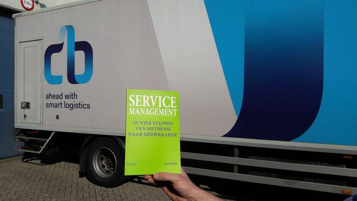 Vandaag het eerste exemplaar van het boek 'Service Management' van Jos Gielkens opgehaald. Ziet er goed uit hoor Jos! Bedankt voor de samenwerking en heel veel succes met je nieuwe boek. #servicemanagement #josgielkens #futurouitgevers