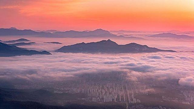 #서울 위의 구름바다! 도심 속 불빛이 아닌 아름다운 #자연조명 #북한산 #국립공원 #koreatrip#travel#자연#사진#사진작가#풍경#mountains #mountain #trip #여행#서울#서울풍경#seoul
