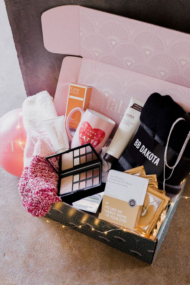Winter is coming! Get all of this for $39.99 with code SANTABABY. FabFitFun is a great way to discover the season's must have beauty, fashion, & wellness products at 70-80 off%! #fffpartner#fabfitfun #winter #subscriptionboxes