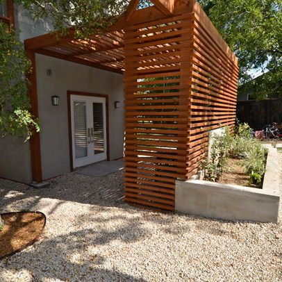 wood slats and pergola for entry privacy http://patriciaalberca.blogspot.com.es/