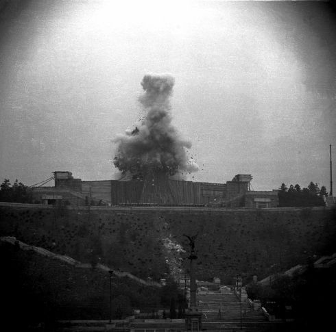 Stalin´s Monument #Prague - taking down (1962) #tourguide