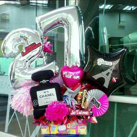 Al estilo parisino el novio de Marian  la felicita en su cumpleaños número #27  #arreglos  #arreglosconglobos #detalles  #regalo #original #gifts #cumpleaños  #felicidades #dulces #chucherias  #detalle  #numero  #números #globos  #balloons  #balloon #venezuela #venezolanosenelexterior #handmade  #hechoamano #hechoenvenezuela  #abanicos #rosetadepapel  #globos #floresdepapel #molinos #globosdenumeros  #chocolates #numeros
