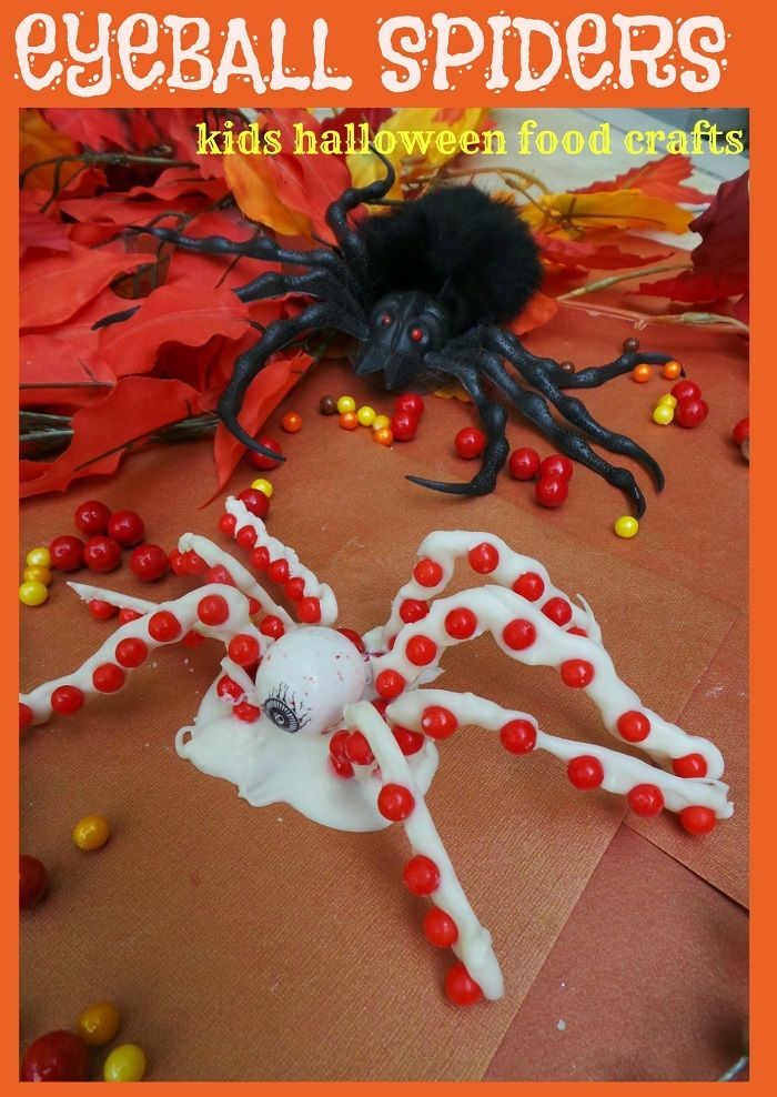 Best Halloween Craft for Kids!  Food crafts for kids Halloween Eyeball Spiders #Halloween Eyeball Spiders #candy http://stillblondeafteralltheseyears.com/2014/09/halloween-food-crafts-kids-halloween-spiders/