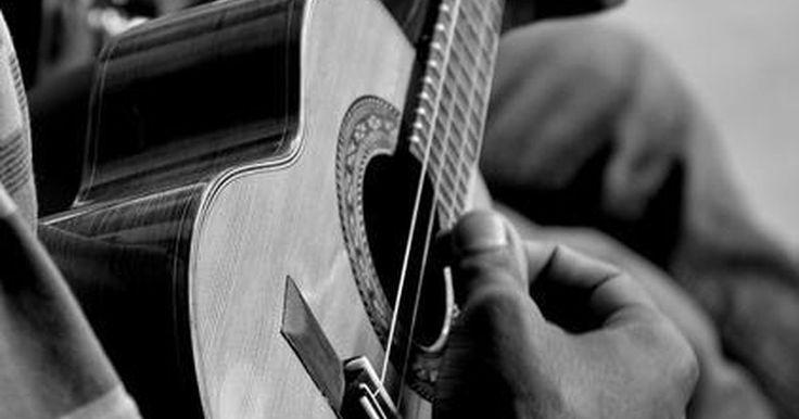 """A história do samba. O samba é o estilo musical mais conhecido do Brasil, dentro e fora do País. Popularizado no resto do mundo ainda nos anos 1940, ganhou reconhecimento sobretudo nos Estados Unidos e na Europa, com as performances de Carmen Miranda, nascida em Portugal mas criada no Brasil. A canção """"Aquarela do Brasil"""", e Ary Barroso, trouxe ao gênero sua fama, que ..."""