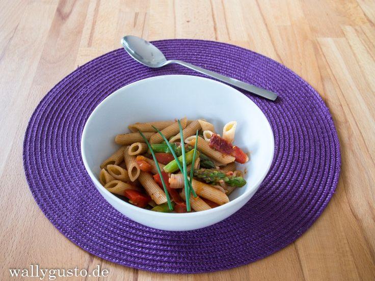 Bunte Nudelpfanne mit grünem Spargel | Meat Free Monday – Wallygusto Der Blog, der durch den Magen geht