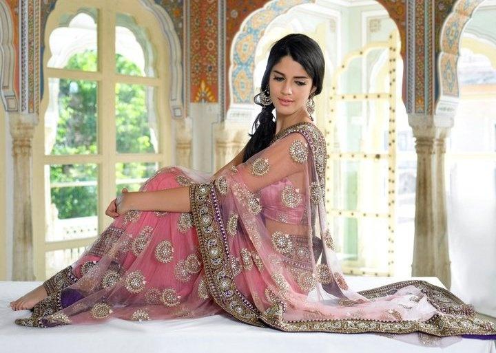 indian wear | portrait pose | indian wedding | sari pose