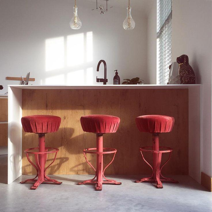 58 vind-ik-leuks, 7 reacties - ⚡️Pien Essink⚡️ (@studio_pien) op Instagram: 'Hello Morningsun. • • • • #kitchen #kitchenbar #barstools #vintage #vintagestyle #kitchendesign…'
