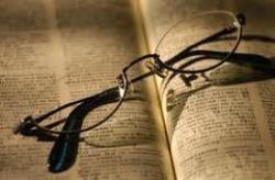 Catafóricos são os termos sem significado que se referem a outros, com ou sem significado, enunciados em seguida; referem-se a termos que ainda não foram ditos. Prendem a atenção do leitor no intuito de descobrir a informação a respeito desse termo, até aquele ponto desconhecido.