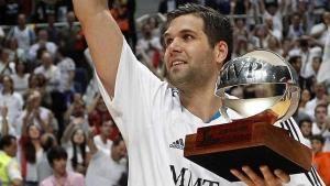#FelipeReyes continúa siendo el auténtico líder del #RealMadrid. Su papel resultó clave para que los blancos arrebataran al #Barcelona el trono del baloncesto español.