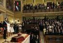 Los reyes Felipe VI y Letizia son recibidos en el Congreso de los Diputados entre los aplausos de diputados, senadores y otros asistentes.