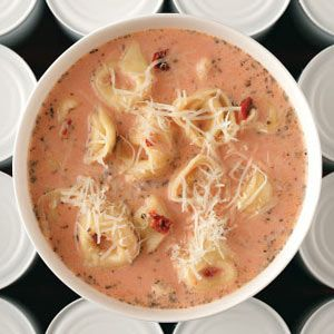 Tomato and cheese tortellini soupCreamy Tomatoes, Chees Tortellini, Food, Yummy, Tomatoes Tortellini Soup, Cheese Tortellini, Soup Recipes, Tomatoes Soup, Easily Lighten