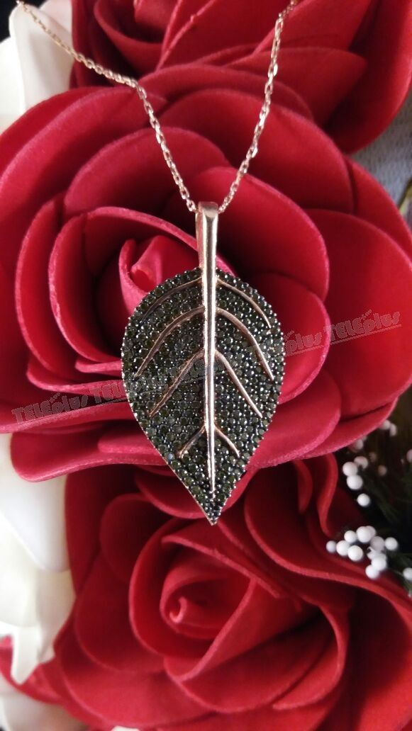 925 Ayar Gümüş Siyah Zirkon Taşlı Yaprak Kolye -  - Price : TL89.90. Buy now at http://www.teleplus.com.tr/index.php/925-ayar-gumus-siyah-zirkon-tasli-yaprak-kolye.html