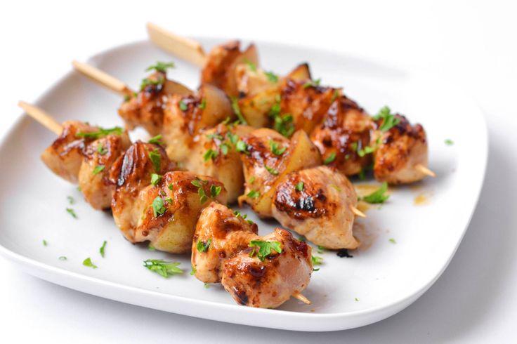 Csirkemellsaslik recept sörös páccal: A nyári grillszezonra tökéletes lehet ez a recept, de otthon is elég egy serpenyő a sütéséhez! A sörös pác igazán jót tesz neki! ;)