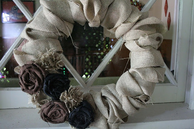 DIY burlap wreath: Baby Blue, Burlap Wreath Tutorial, Crafts Ideas, Burlap Wreaths Tutorials, Crafty Girls, Wreaths Diy Burlap A&M, Winter Wreaths, Crafty Afternoon, Crafty Ideas