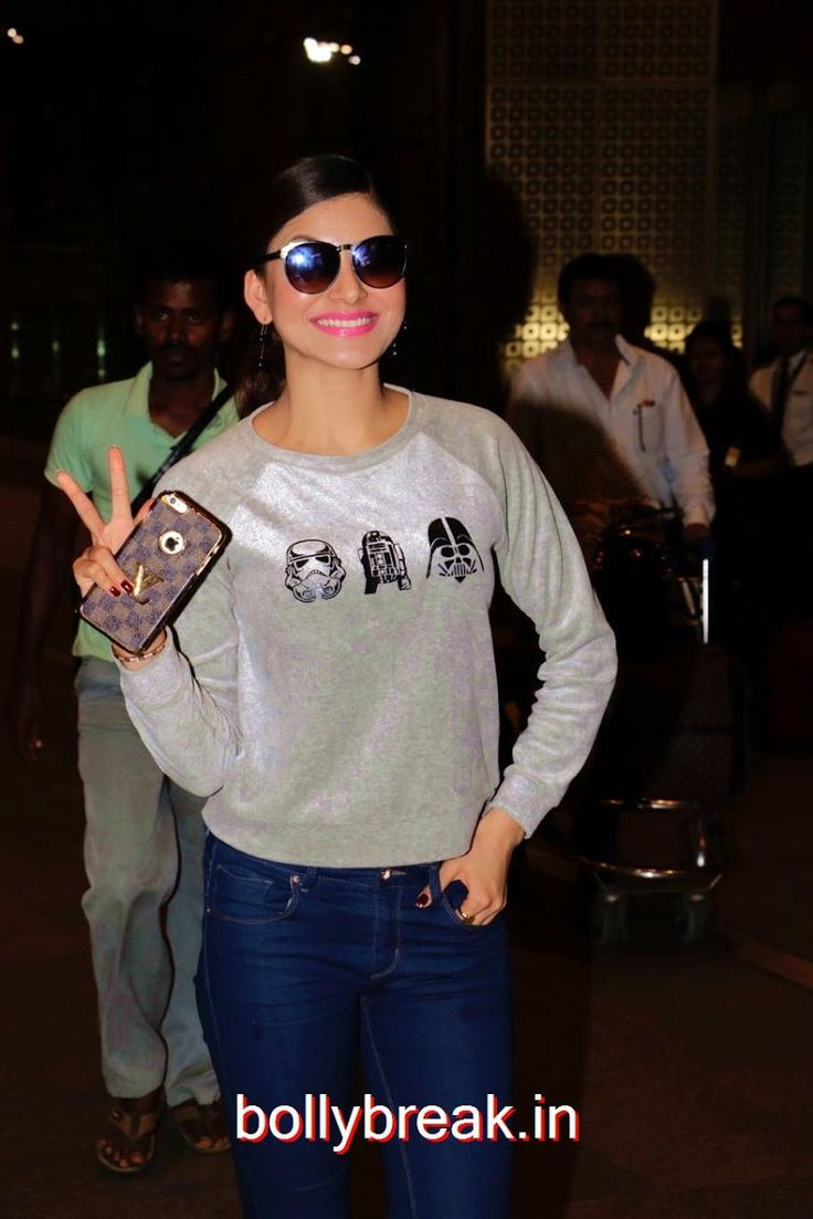 Bollywood Actress Urvashi Rautela Spotted at Mumbai Airport