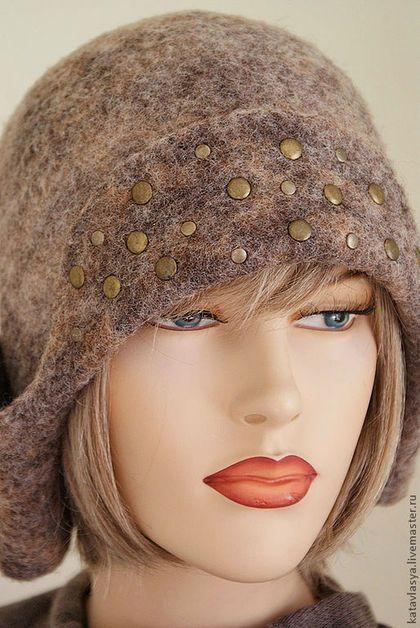 Купить или заказать Ушанка из коллекции 'Огонь-баба' в интернет-магазине на Ярмарке Мастеров. Теплая ушанка с застегивающимися на кнопки ушками. Выполнена из натуральной неокрашенной шерсти- латвийский кардочес и флис Шетланд Браун. Внутри шляпный подклад. В комплект к ушанке можно приобрести поясную сумочку-ридикюль. Ссылка на всю коллекцию полностью:…