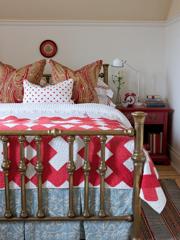 Sarah Richardson | cottage farmhouse style: Idea, Red, Beds, Sarah Richardson Farmhouse, Sarah Houses, Guest Bedrooms, Color, White Quilts, Guest Rooms