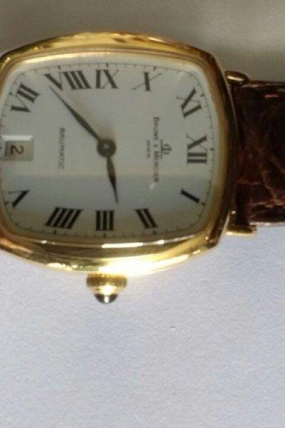 78a30cbff56 Relógio marca baume mercier em ouro automático retangular - Moda-Bijouterias