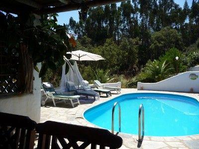 Algarve - mediteraan familie huis (4pers) en zeer betaalbaar. Omgeven door eucalyptus bomen en zoals de naam Van het huis al doet vermoeden bougainville. 15 km van strand - 45 van wind surf paradijs. CASA BOUGAINVILLEA