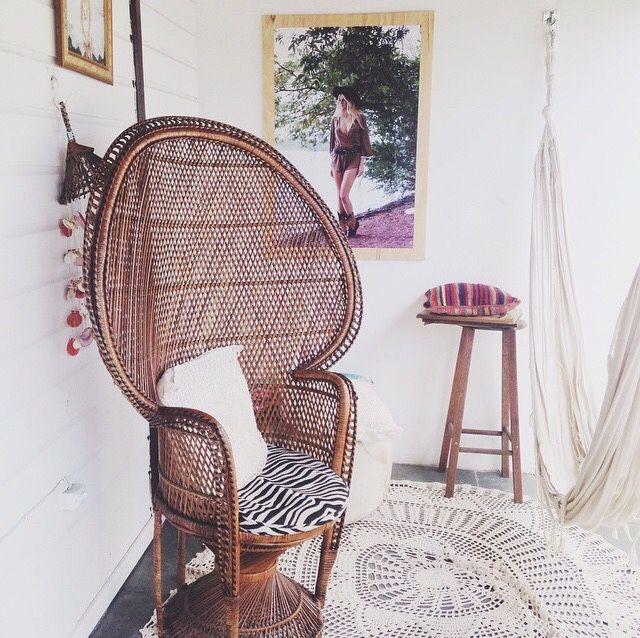 les 36 meilleures images du tableau fauteuil emmanuelle sur pinterest fauteuil emmanuelle. Black Bedroom Furniture Sets. Home Design Ideas