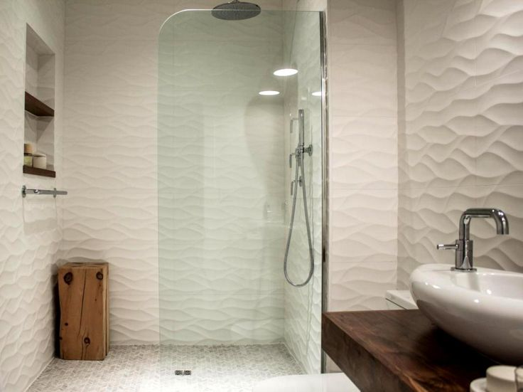 Home decor bathroom remodel use three dimensional tiles - Nicely decorated bathrooms ...