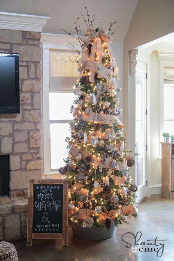 Christmas Decor: Rustic Christmas Tree